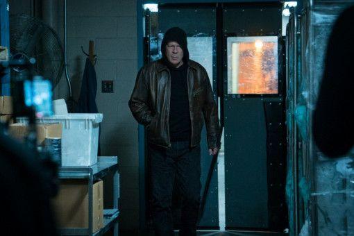 Weil die Polizei mit ihren Ermittlungen nicht vorankommt, macht sich PaulKersey (Bruce Willis) selbst auf die Suche nach den Tätern.