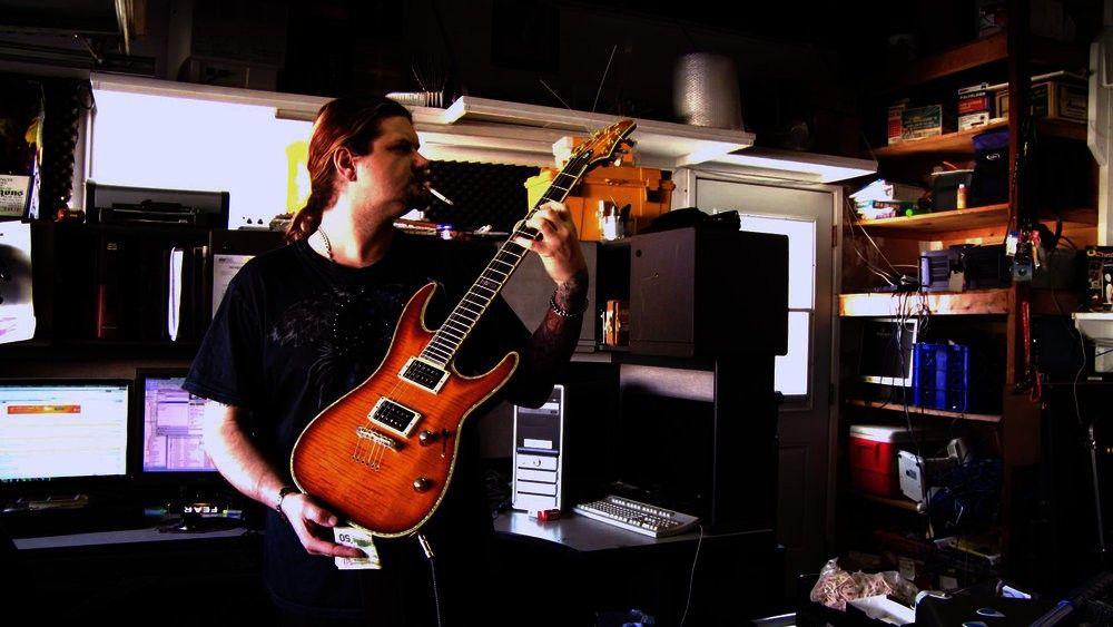 """Christian ist Gitarrist in einer Band und """"süchtig nach Liebe""""."""