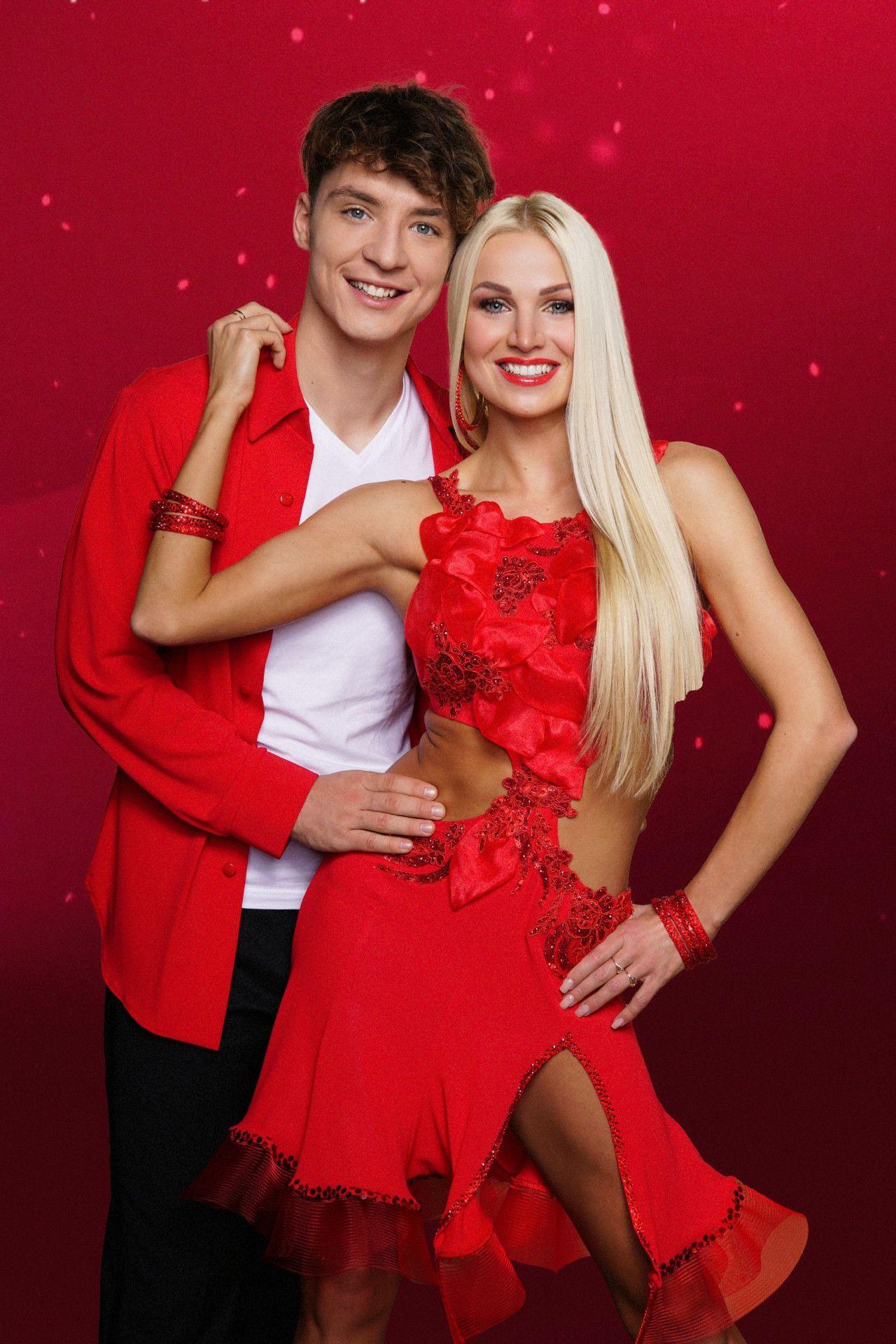 Sein Bruder Roman Lochmann (links) tanzt mit Katja Kalugina.
