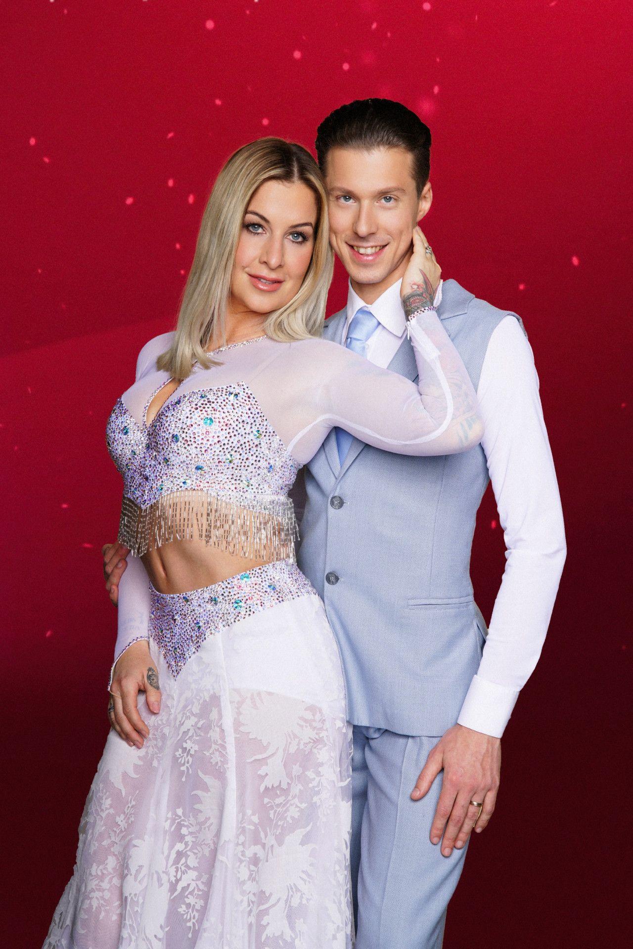 Moderatorin Charlotte Würdig tanzt mit Valentin Lusin.