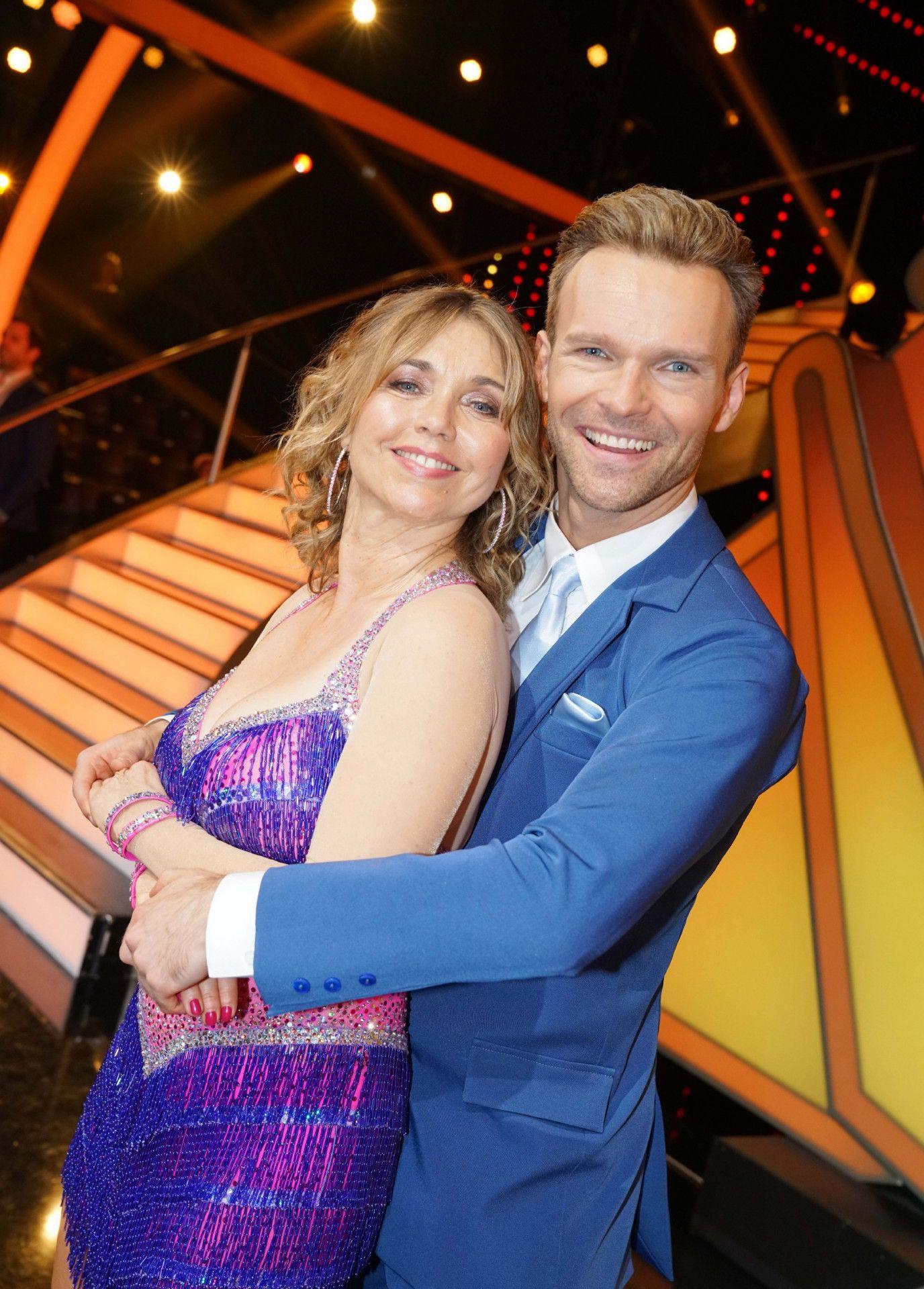 """Schauspielerin Tina Ruland tanzt mit Vadim Garbuzov. <p>Alle Infos zu """"Let's Dance"""" im Special bei <a href=""""http://www.rtl.de/cms/sendungen/lets-dance.html"""" target=""""_blank"""" rel=""""nofollow"""">RTL.de</a>.</p>"""