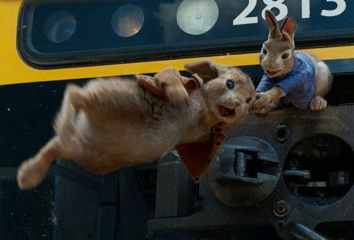 Peter (rechts) reist mit seinem Cousin Benjamin als Schwarzfahrer nach London, um Thomas zurückzuholen.