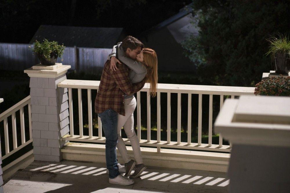"""In """"Midnight Sun"""" spielt Patrick Schwarzenegger einen smarten Skater, der sich in seine schöne Nachbarin (Bella Thorne) verliebt. Die hat allerdings ein düsteres Geheimnis."""