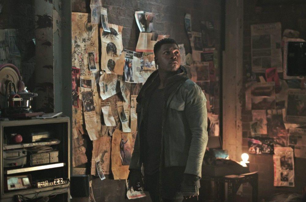 Der einst hoffnungsvolle Jaeger-Flieger Jake Pentecost (John Boyega) ist im Begriff, in die Kriminalität abzugleiten.