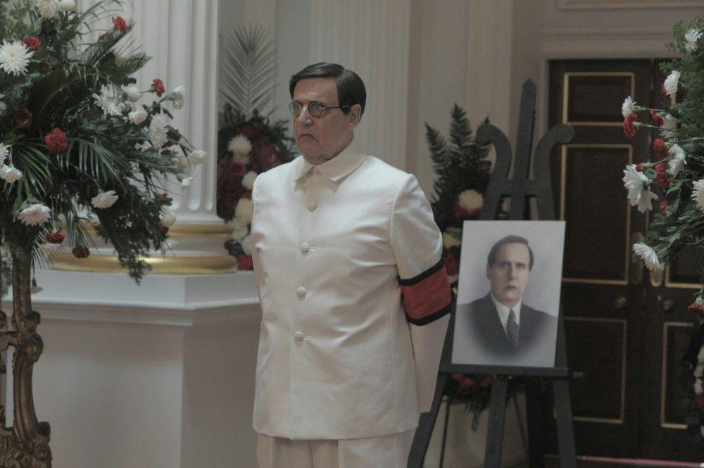 Nur nichts falsch machen: Georgi Malenkow (Jeffrey Tambor) ist sichtlich nervös.