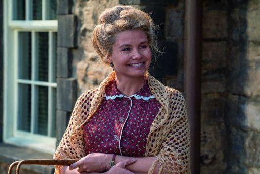 Frau Waas (Annette Frier) ist eine prächtige Ersatzmutter für das schwarze Findelkind.