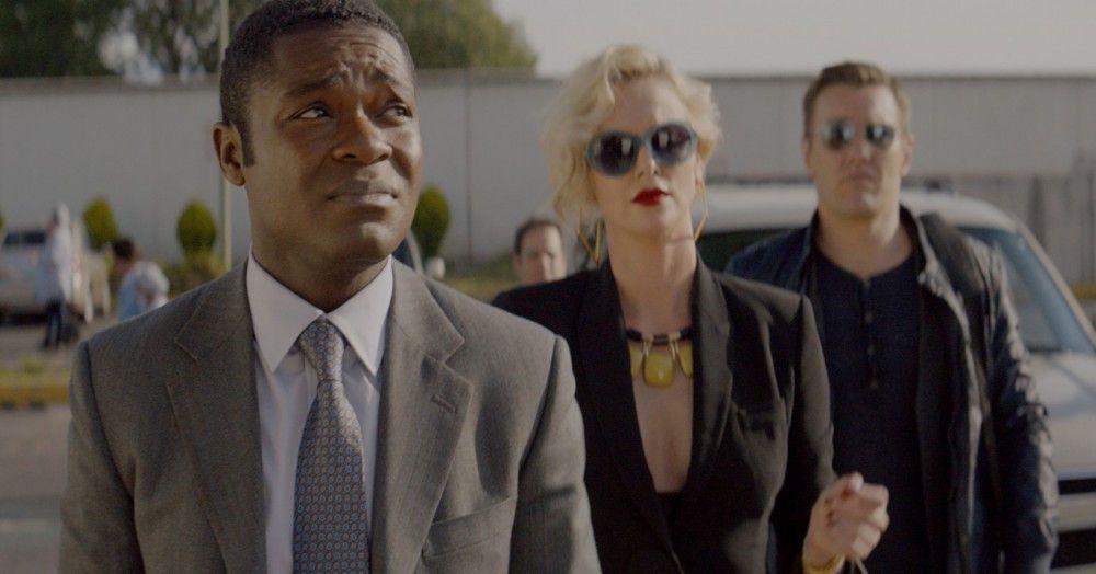 Harold (David Oyelowo, links) wird von seinen zwielichtigen Chefs (Charlize Theron und Joel Edgerton) nach Mexiko geschickt.