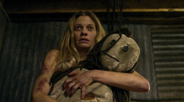 Das Grauen ist für Vera (Anastasia Phillips) noch lange nicht vorbei.