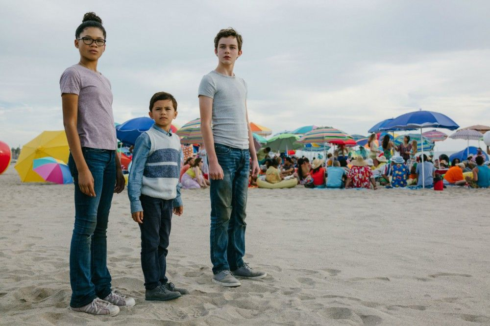 Gemeinsam mit ihrem Bruder Charles Wallace (Deric McCabe) und Klassenkamerad Calvin (Levi Miller, rechts) begibt sich Meg (Storm Reid) auf eine Reise quer durchs Universum.