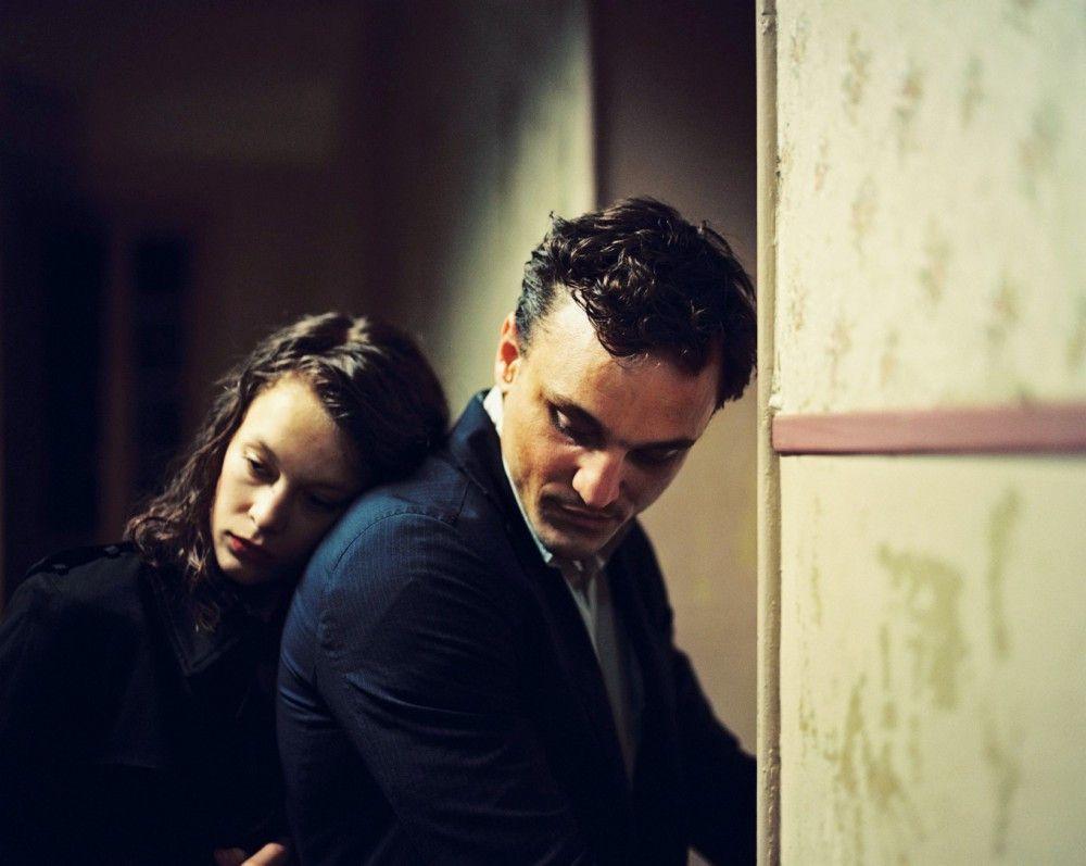 Marie (Paula Beer) und Georg (Franz Rogowski) wollen Europa verlassen, um den Nazis zu entkommen: In Marseille kreuzen sich ihre Schicksale.