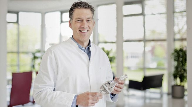 Privatdozent Dr. med. Tim Claßen, Facharzt für Orthopädie und Unfallchirurgie, ist an der Klinik für Orthopädie/Orthopädische Rheumatologie am St.-Elisabeth-Hospital in Meerbusch-Lank tätig.