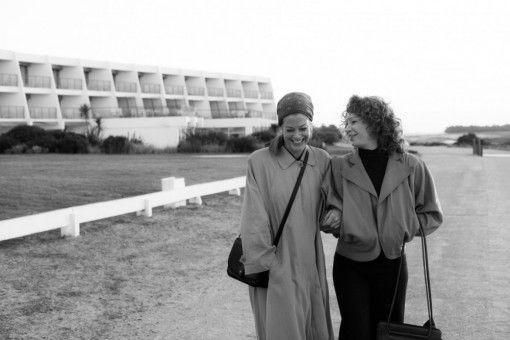 Romy (Marie Bäumer, links) und ihre alte Sandkastenfreundin Hilde (Birgit Minichmayr) verstehen sich immer noch prächtig.