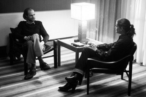 Jürgs (Robert Gwisdek) provoziert die unglückliche Romy (Marie Bäumer) zu Beginn des Interviews, wo er nur kann, erliegt aber gegen Ende auch ihrem tollkühnen Charme.