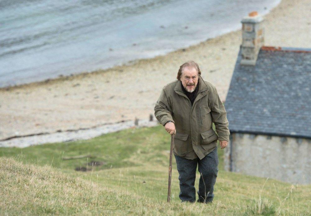 Rory MacNail (Brian Cox) lebt ein einsames Leben auf einer schottischen Insel.