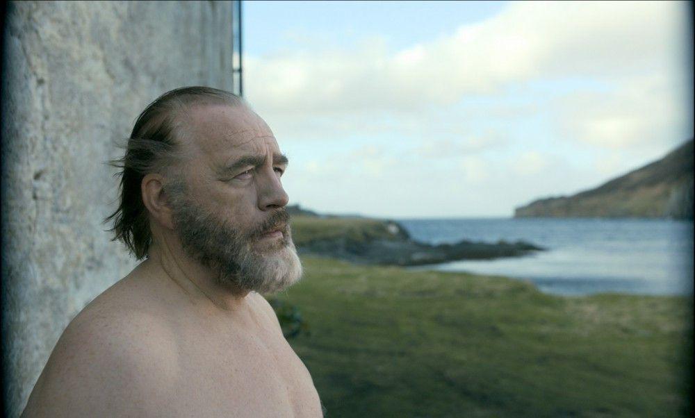 Rory MacNail (Brian Cox) verlebt seine alltägliche Routine auf einer abgelegenen Insel.