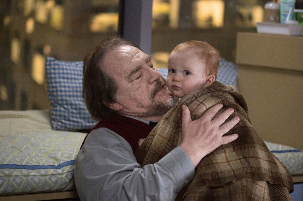 Rory (Brian Cox) ist ganz vernarrt in seinen Enkel Jamie.