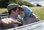 Als Robin Cavendish (Andrew Garfield) Diana (Claire Foy) zum ersten Mal sieht, verliebt er sich sofort in sie.
