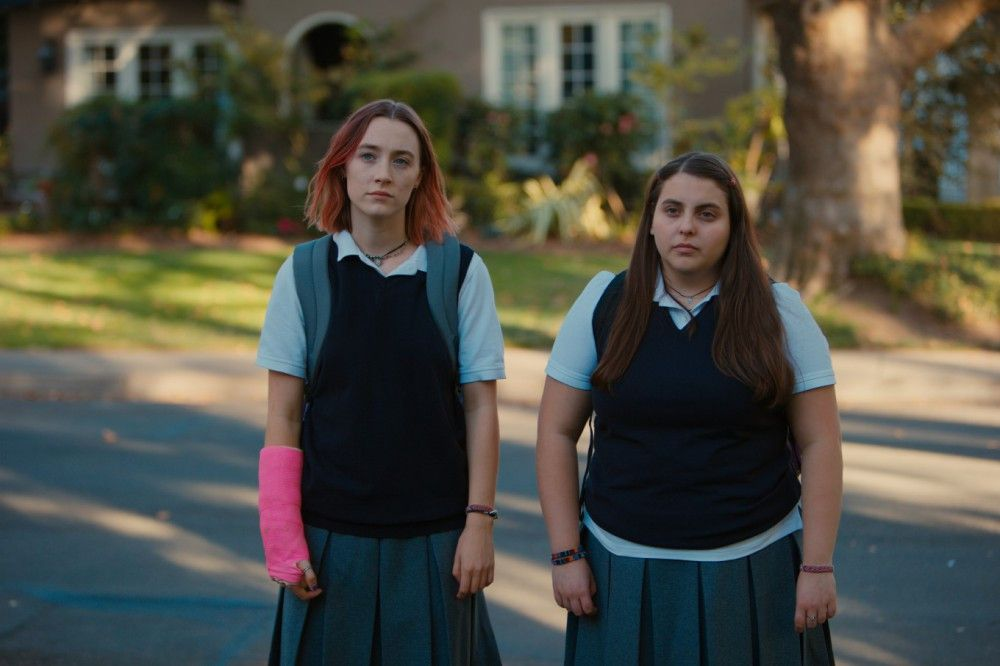 """Mit Julie (Beanie Feldstein, rechts) geht Lady Bird (Saoirse Ronan) durch dick und dünn, bis sie ihre beste Freundin gegen ein """"cooleres"""" Modell austauscht."""