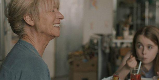 Charlotte (Corinna Harfouch) und ihre Enkelin Jo (Annalee Ranft).