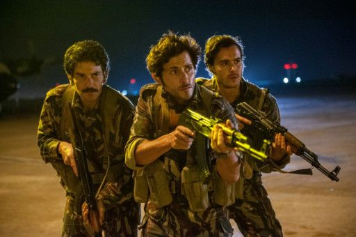 Die israelischen Militärs stürmen das Flughafen-Terminal in Entebbe.