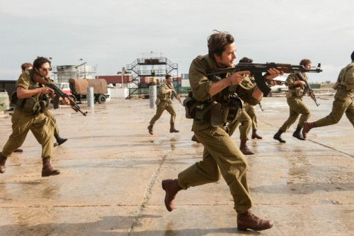 Das israelische Militär erstürmt den Terminal von Entebbe, um die Geiseln zu retten. In Wahrheit dauerte die Aktion rund anderthalb Stunden.