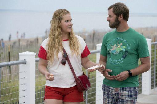 Ethan (Rory Scovel) ist ein toller Typ: Er nimmt Renee (Amy Schumer), wie sie ist, auch wenn sie das gar nicht mitbekommt.