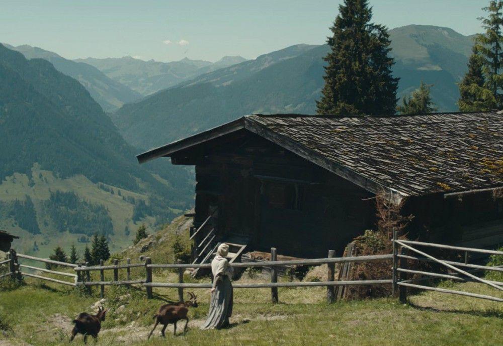 Albrun und ihre Mutter leben in den Bergen ein beschwerliches und einsames Leben.