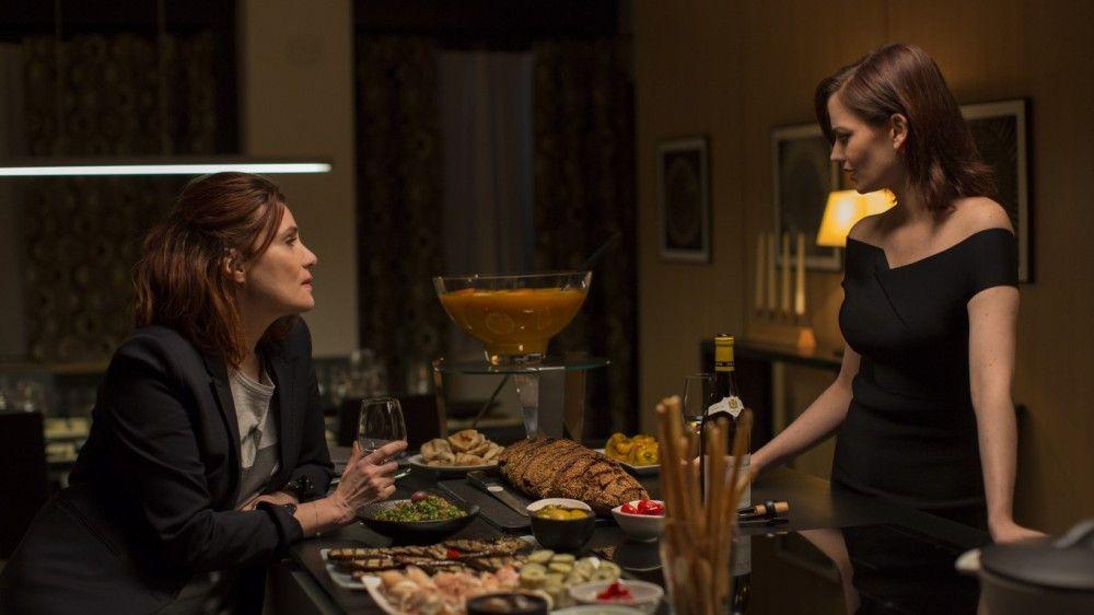Elle (Eva Green, rechts) lädt ihre Freundin Delphine (Emmanuelle Seigner) zu ihrer Geburtstagsfeier ein. Doch Delphine ist der einzige Gast.