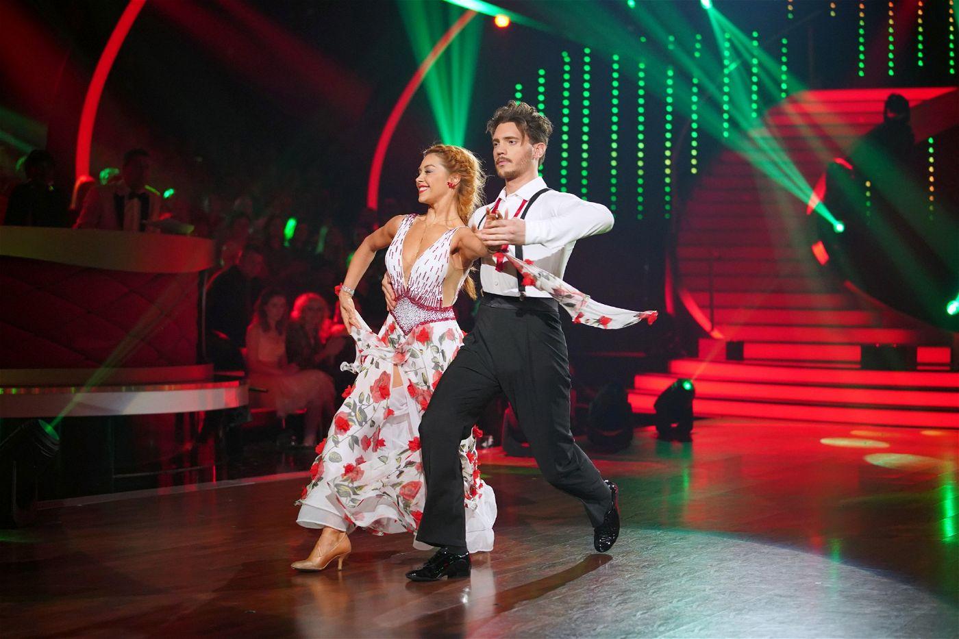 """Bela Klentze und Oana Nechiti wollten die """"Let's Dance""""-Zuschauer und die Jury in der achten Folge mit einem Quickstep überzeugen."""