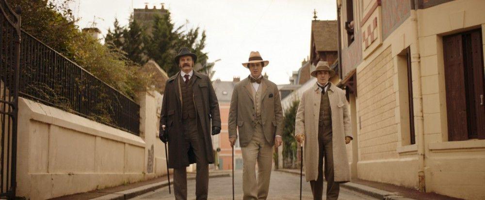 Seine Freunde Reggie Turner (Colin Firth, links) und Robbie Ross (Edwin Thomas) versuchen Wilde (Rupert Everett) so gut es geht - auch vor sich selbst - zu schützen.
