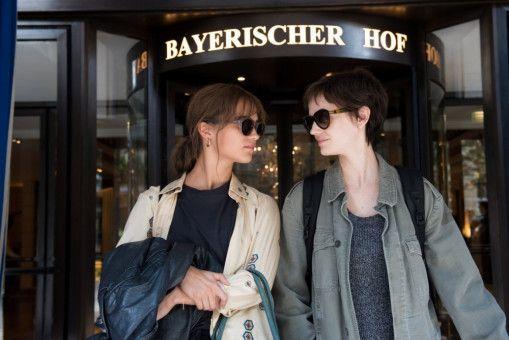 Da ist die Welt noch in Ordnung: Zumindest hofft Ines (Alicia Vikander, links), dass sie mit ihrer Schwester Emilie (Eva Green) erfolgreich die Vergangenheit bewältigen kann.