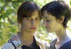 Was Ines (Alicia Vikander, links) erst erfährt, als sie nicht mehr weglaufen kann: Emilie (Eva Green) hat Krebs und beschlossen zu sterben.