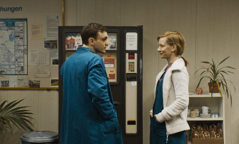 Beredtes Schweigen: Christian (Franz Rogowski) muss nicht viel sagen, damit Marion (Sandra Hüller) über seine Gefühle Bescheid weiß.