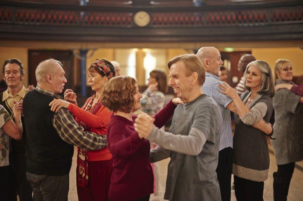 Als Sandra (Imelda Staunton), Charly (Timothy Spall) endlich die Führung überlässt, harmonisieren sie perfekt - nicht nur als Tanzpaar.