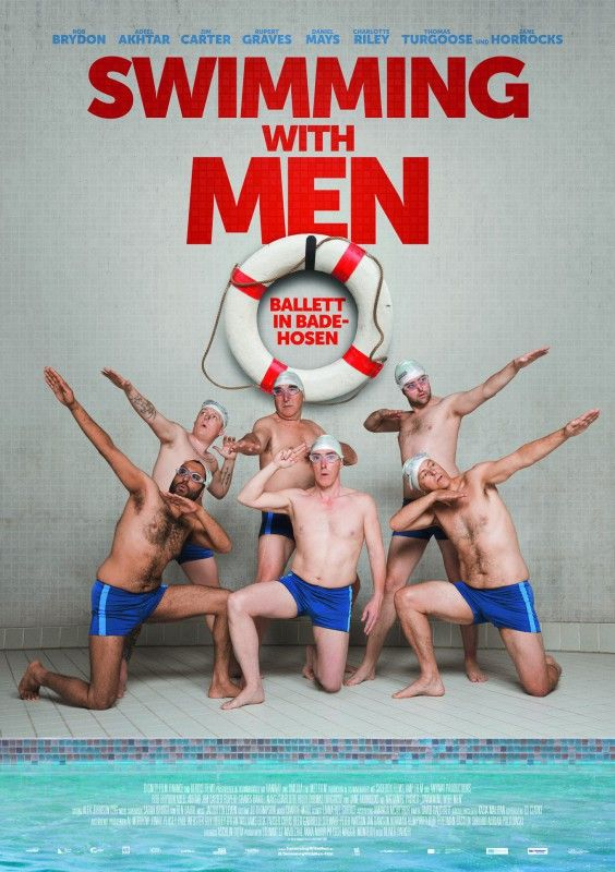 """Wenn die Midlife-Crisis vor der Tür steht, hilft nur noch Synchronschwimmen - zumindest in """"Swimming with Men""""."""