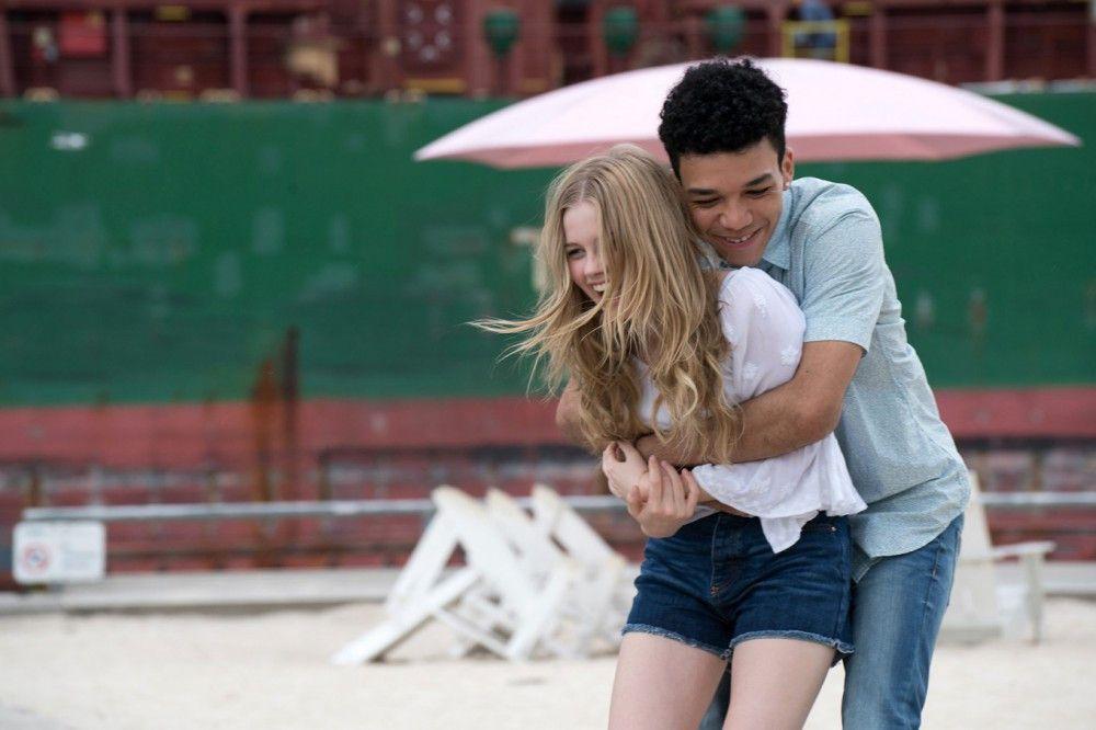 Rhiannon (Angourie Rice) ist ein normaler Teenager - bis sie auf die Seele A (Justice Smith) trifft.