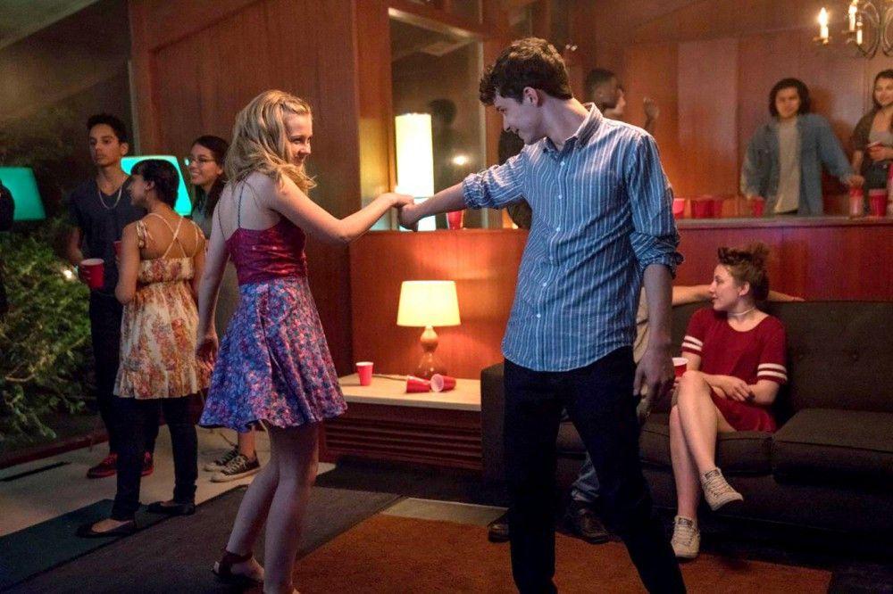 A (Lucas Jade Zumann) wacht jeden Tag in einem anderen Körper auf, doch Rihannon (Angourie Rice) verliebt sich in ihn.