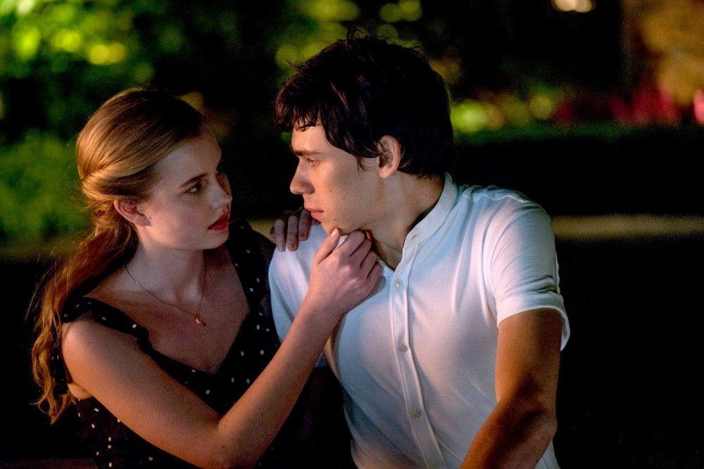 Während der erzählten Geschichte schlüpft A in 15 verschiedene Körper, hier ist es Alexander (Owen Teague), der Rhiannon (Angourie Rice) schöne Augen macht.