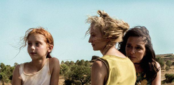 Die neunjährige Vittoria (Sara Casu) kann sowohl ihrer Adoptivmutter Tina (Valeria Golino, rechts) als auch ihrer leiblichen Mutter Angelica (Alba Rohwacher) etwas abgewinnen.