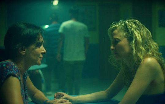 Tina (Valeria Golino, links) möchte, dass Angelica (Alba Rohrwacher) ihre Tochter weiterhin in Ruhe lässt.