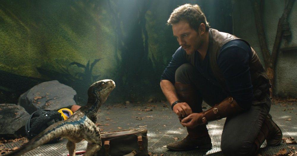 """Dino-Flüsterer Owen (Chris Pratt) mit seinem Liebling, Raptor-Dame Blue. Auch in """"Das gefallene Königreich"""" spielt der intelligente Dino eine große Rolle."""