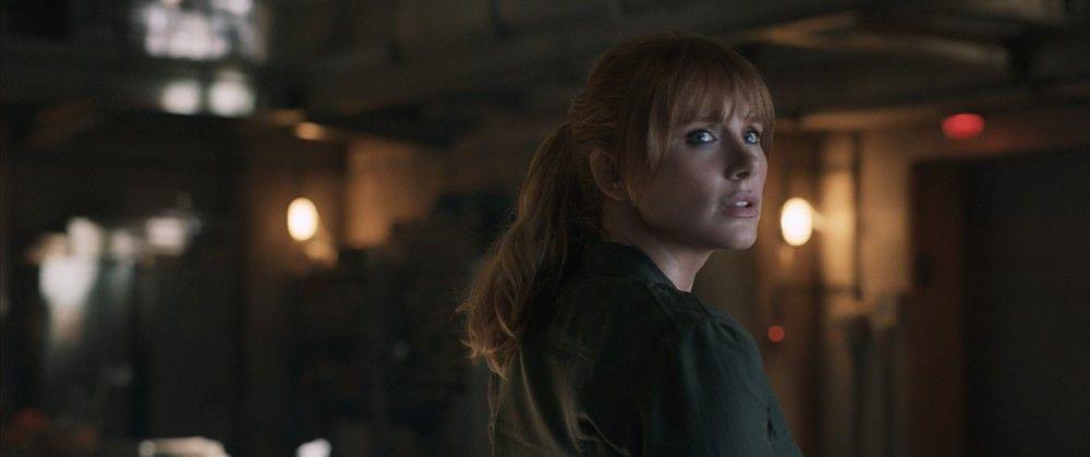 """Parkleiterin Claire (Bryce Dallas Howard) ist inzwischen Dino-Aktivistin. In """"Das gefallene Königreich"""" versucht sie, die Dinos vor dem abermaligen Aussterben zu retten."""