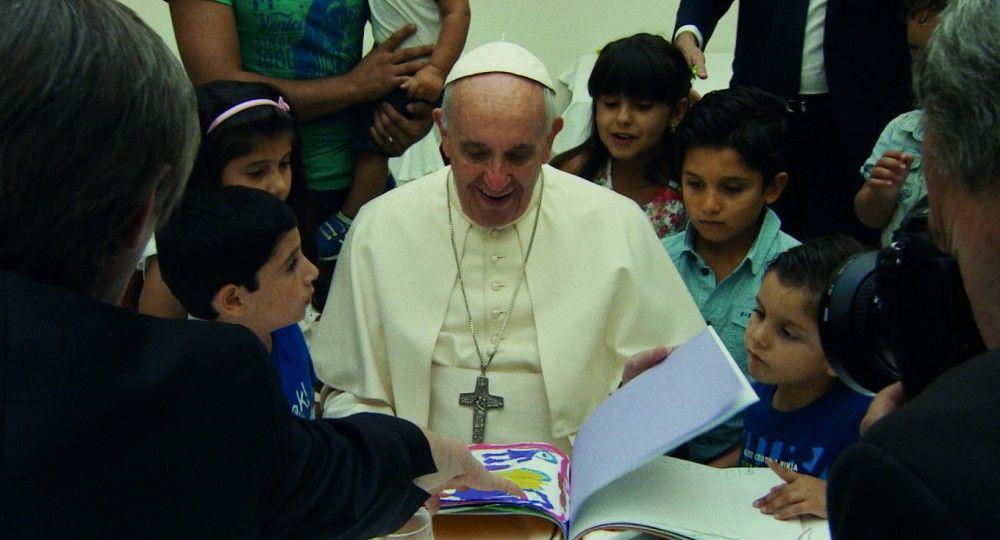 """Papst Franziskus bezieht im Interview klar Stellung zum Thema Missbrauch von Kindern. Dabei fordert er """"zero tolerance"""" mit Geistlichen, die diesbezüglich Schuld auf sich luden."""