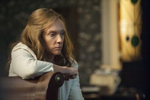 Annie (Toni Collette) weiß nicht, was es mit den übernatürlichen Vorkommnissen auf sich hat.