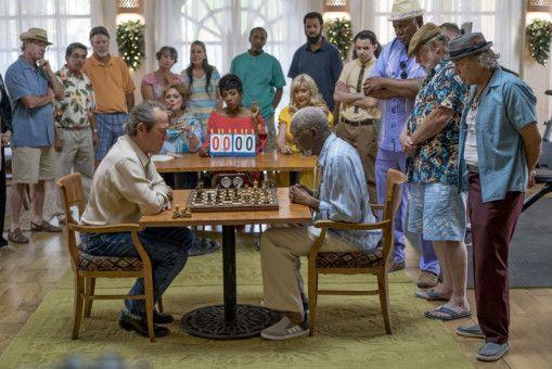 Duke (Morgan Freeman, rechts) führte ein entspanntes Leben, bis Leo (Tommy Lee Jones) auf den Plan tritt.