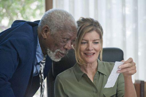 Steuerprüferin Suzie (Rene Russo) findet Unstimmigkeiten in den Büchern von Duke (Morgan Freeman).