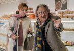 André (Christian Clavier) berichtet seiner Frau Laurence (Catherine Frot) von einer verstörenden Begegnung mit einem stammelnden jungen Mann gerade eben im Supermarkt.