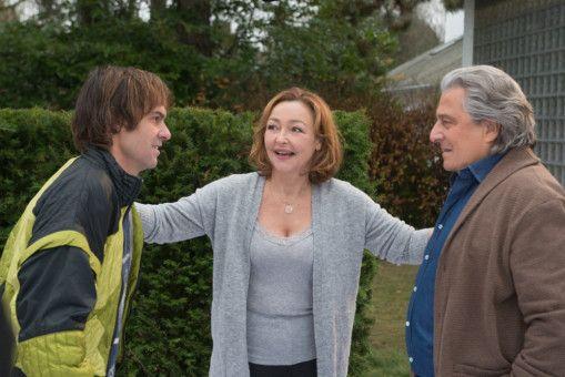 Laurence (Catherine Frot), die längst Muttergefühle entwickelt hat, leidet darunter, dass ihr Mann André (Christian Clavier, rechts) sich nicht mit Patrick (Sébastien Thiery) versteht.