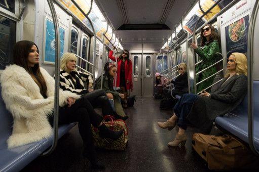 Unauffällig ist nicht so ihr Ding (von links): Debbie (Sandra Bullock), Lou (Cate Blanchett), Nine Ball (Rihanna), Amita (Mindy Kaling), Constance (Awkwafina), Rose (Helena Bonham Carter), Daphne Kluger (Anne Hathaway) und Tammy (Sarah Paulson)