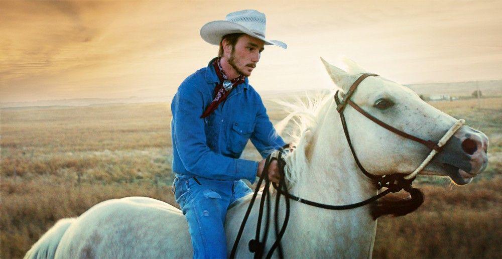 Ein letztes Mal reitet Brady (Brady Jandreau) sein geliebtes Pferd Gus.
